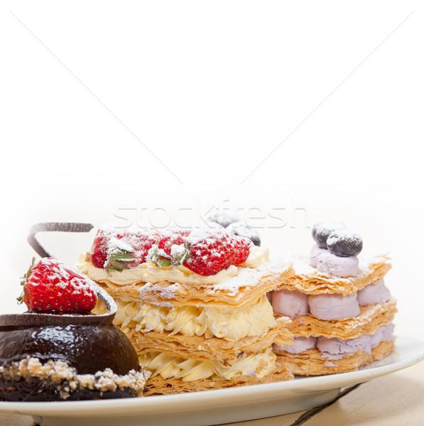 ストックフォト: 新鮮な · クリーム · ケーキ · デザート · プレート · チョコレートムース