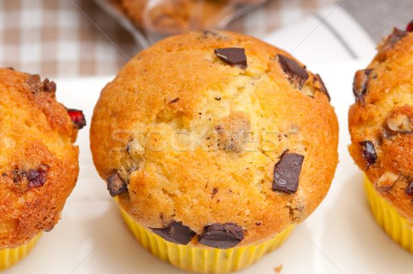 Friss csokoládé mazsola muffinok házi papír Stock fotó © keko64