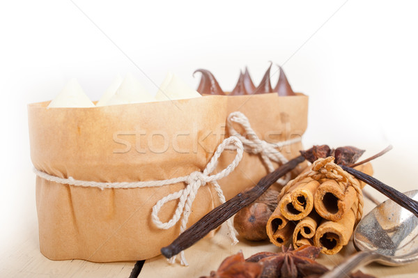 Chocolate baunilha temperos creme bolo sobremesa Foto stock © keko64