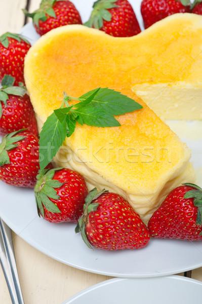 Coeur cheesecake gâteau Valentin jour Photo stock © keko64