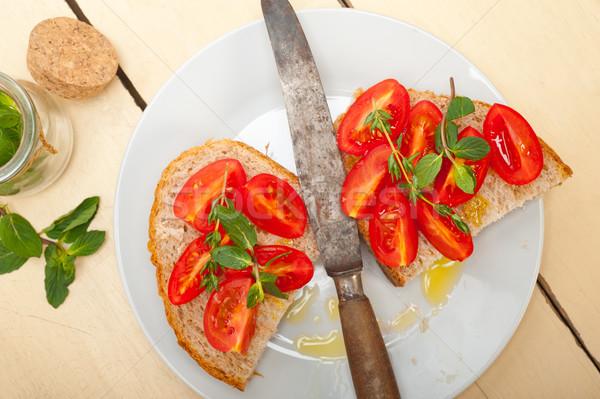 Italiano tomates bruschetta de folhas madeira Foto stock © keko64