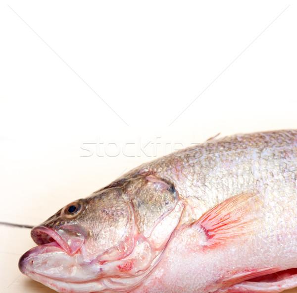 Frischen ganze Fisch Holztisch bereit Stock foto © keko64