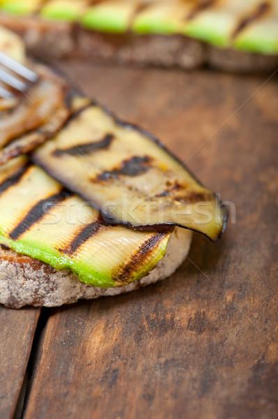 Grelhado legumes pão rústico mesa de madeira comida Foto stock © keko64