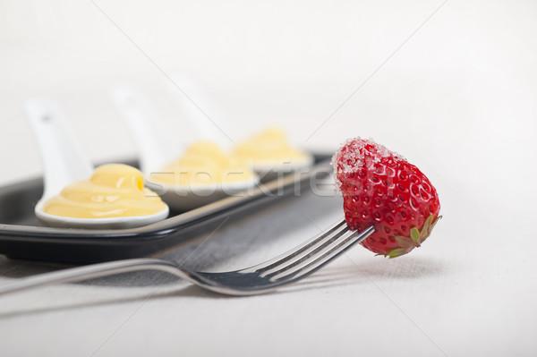 Vla gebak room aardbei vork ei Stockfoto © keko64
