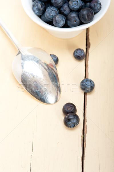 Fresche mirtillo ciotola argento cucchiaio tavolo in legno Foto d'archivio © keko64
