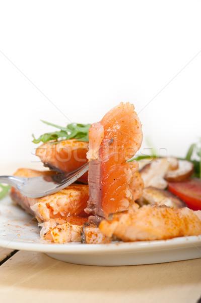 Gegrild filet groenten salade vers tomaat Stockfoto © keko64