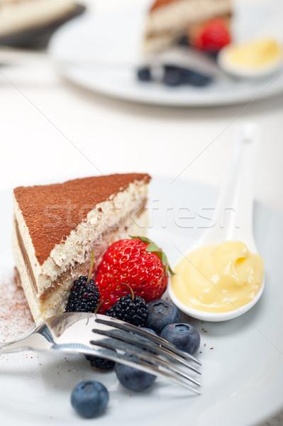 Tiramisu desszert bogyók krém klasszikus olasz Stock fotó © keko64