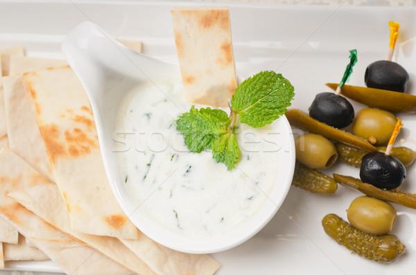 Grego iogurte molho pita pão fresco Foto stock © keko64