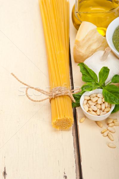 İtalyan geleneksel fesleğen pesto makarna malzemeler Stok fotoğraf © keko64