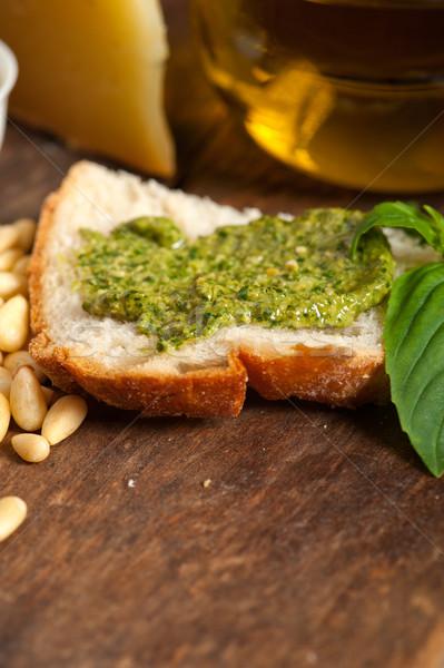 Italiaans basilicum pesto bruschetta ingrediënten oud hout Stockfoto © keko64