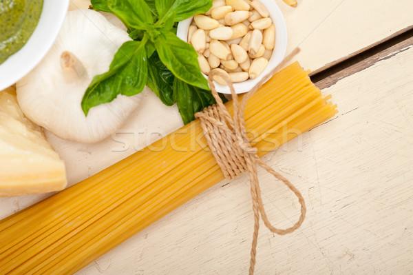 Stok fotoğraf: İtalyan · geleneksel · fesleğen · pesto · makarna · malzemeler