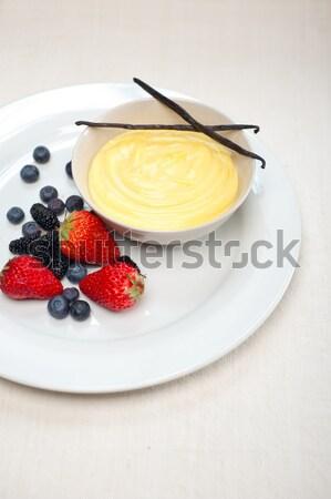 乳蛋糕 香草 奶油 漿果 商業照片 © keko64
