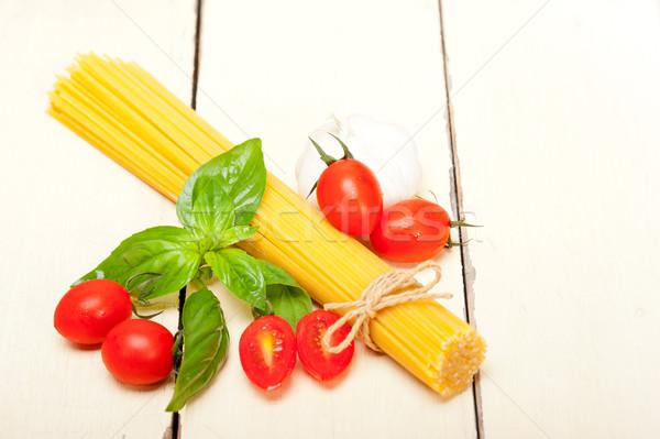 Italiaans spaghetti pasta tomaat basilicum ruw Stockfoto © keko64