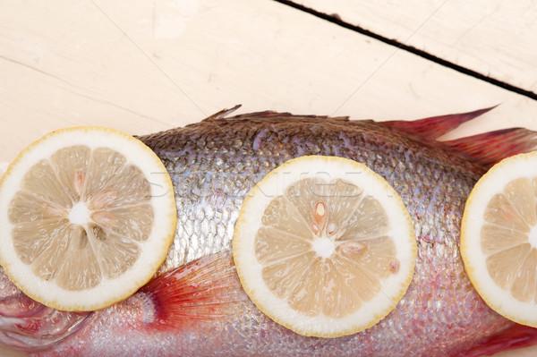 Taze bütün balık ahşap masa hazır Stok fotoğraf © keko64