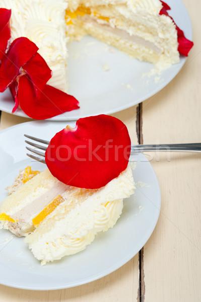 Chantilly manga bolo rosa vermelha pétalas festa Foto stock © keko64