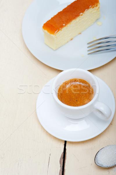 Italiano café expreso café tarta de queso blanco mesa de madera Foto stock © keko64