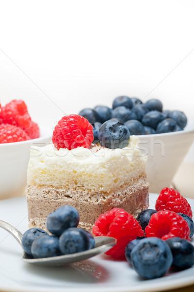 新鮮な ラズベリー ブルーベリー ケーキ 自家製 クリーム ストックフォト © keko64
