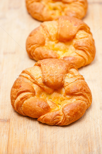 Imagine de stoc: Proaspăt · franceza · croissant · lemn · bord