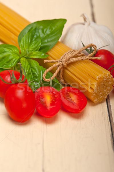 Сток-фото: итальянский · спагетти · пасты · томатный · базилик · сырой