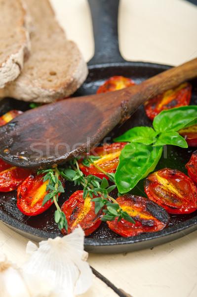 Tomates cereja manjericão forno madeira Foto stock © keko64