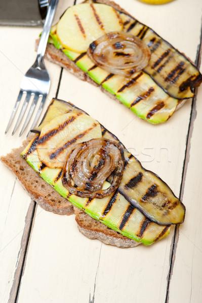 Grillezett zöldségek kenyér rusztikus fa asztal étel Stock fotó © keko64