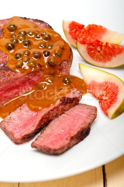 Groene peperkorrel rundvlees filet romig saus Stockfoto © keko64