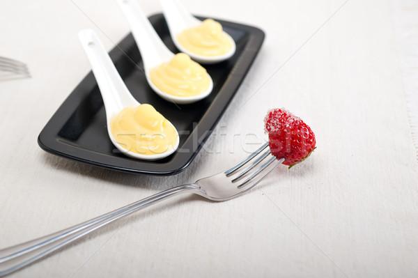 乳蛋糕 奶油 草莓 叉 雞蛋 商業照片 © keko64