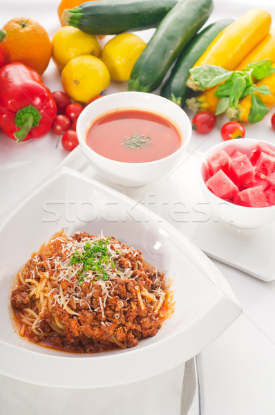 Espaguetis pasta salsa boloñesa italiano clásico verduras frescas Foto stock © keko64