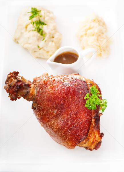 Foto stock: Original · churrasco · carne · de · porco · servido · batatas · chucrute