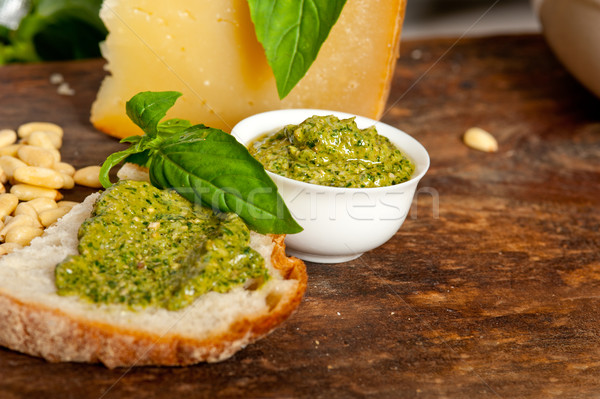Italiano albahaca pesto bruschetta ingredientes madera vieja Foto stock © keko64
