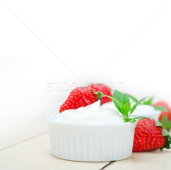 Orgânico grego iogurte morango branco rústico Foto stock © keko64
