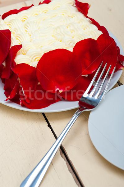 Slagroom mango cake Rood rose bloemblaadjes partij Stockfoto © keko64