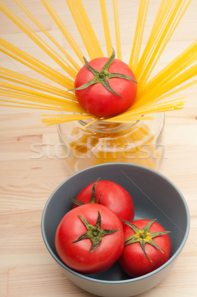 Fraîches tomate spaghettis pâtes brut pin Photo stock © keko64
