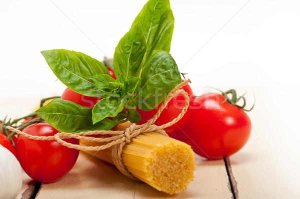 Italiano básico macarrão ingredientes fresco tomates cereja Foto stock © keko64