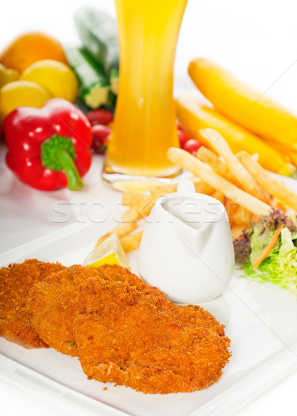 Klasszikus borjúhús zöldségek sültkrumpli üveg világos sör Stock fotó © keko64