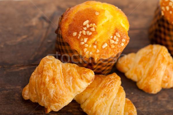 Stockfoto: Vers · gebakken · muffin · croissant · oud · hout · tabel