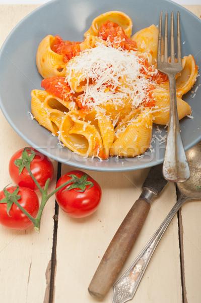 İtalyan salyangoz makarna domates olgun kiraz domates Stok fotoğraf © keko64