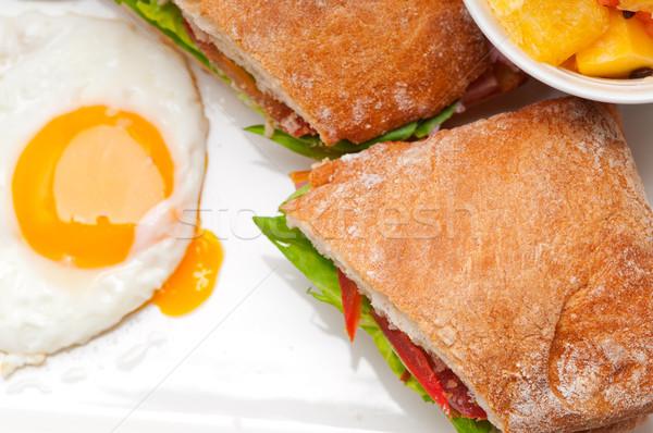 Panini sandwich oeufs tomate laitue fraîches Photo stock © keko64