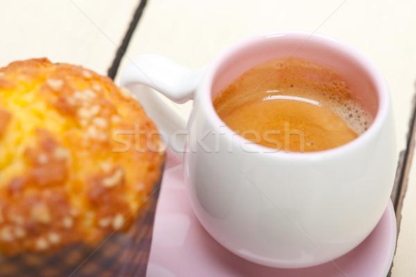Kahve çörek hizmet pembe kalp Stok fotoğraf © keko64