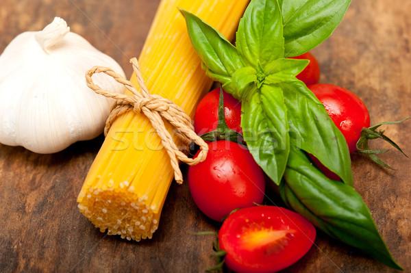 Italiana spaghetti pasta pomodoro basilico greggio Foto d'archivio © keko64