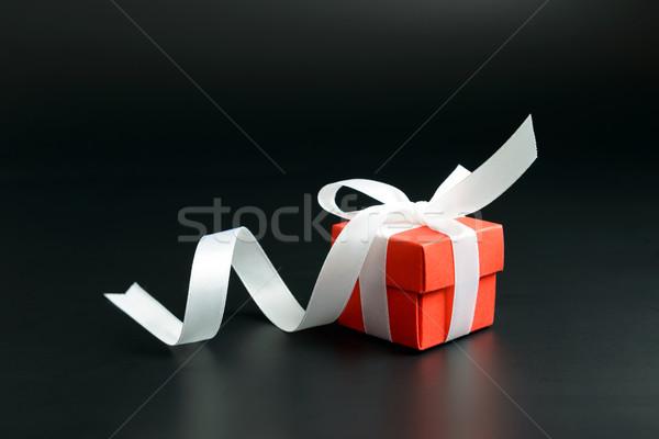 Vermelho caixa de presente isolado preto casamento aniversário Foto stock © kenishirotie