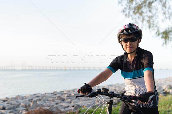 Blijde senior vrouw paardrijden fiets asian Stockfoto © kenishirotie