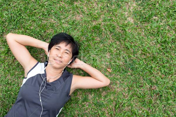 シニア 女性 草 夏 ストックフォト © kenishirotie