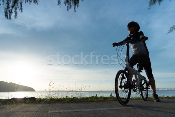 Silhouette ciclista tramonto sunrise Ocean donna Foto d'archivio © kenishirotie