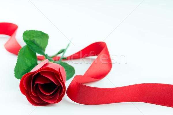 Rosa vermelha fita flor branco amor Foto stock © kenishirotie