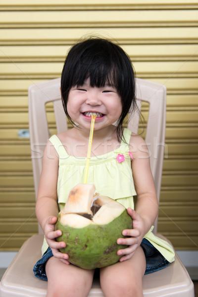 Cute ragazza bere cocco acqua piccolo Foto d'archivio © kenishirotie