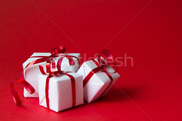 Geschenkbox weiß isoliert rot Farbe Stock foto © kenishirotie