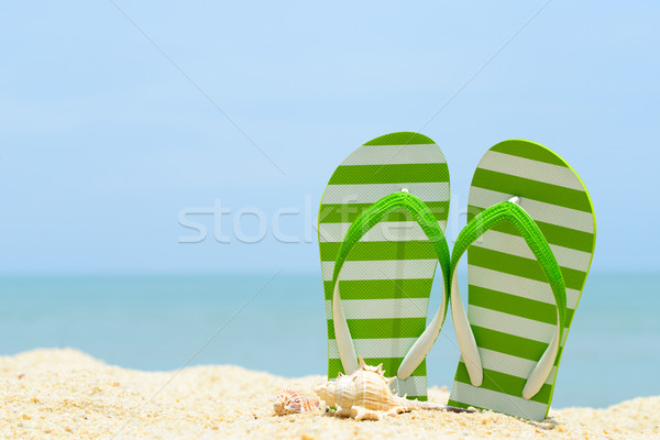 Zomer strand paar groene gestreept Stockfoto © kenishirotie