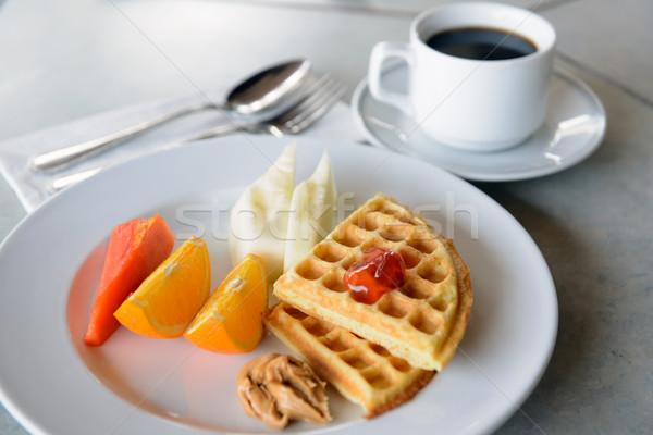 Gezonde ontbijt twee stukken wafel vruchten Stockfoto © kenishirotie