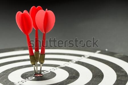 Zdjęcia stock: Konsystencja · trzy · czerwony · rzutki · centrum